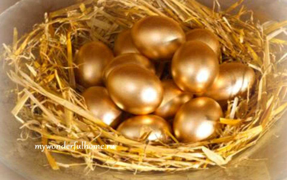 Золотистые пасхальные яичкм