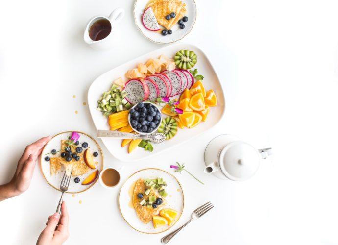 Как украсить стол фруктами и ягодами