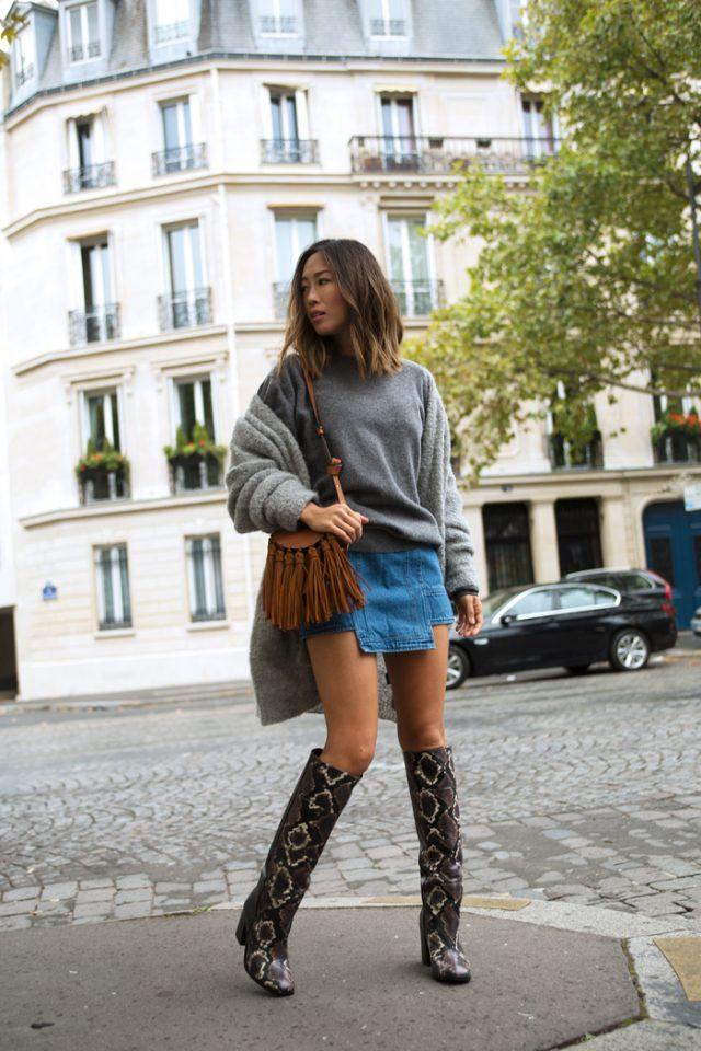 Серый свитер и мини-юбка